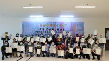Penyerahan Sertifikat Penghargaan dari Menteri Kesehatan kepada Relawan di RSDC Wisma Atlet, Kemayoran, DKI Jakarta